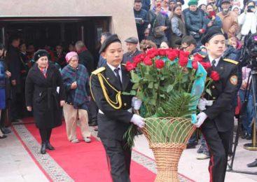 Цветы для жертв политических репрессий и голода