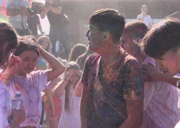 Фестиваль красок на курорте Бурабай