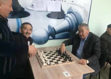 Встреча аксакалов  за шахматными досками