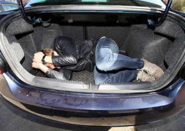 Подельник в багажнике